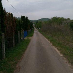 Plac u Slatini 1500m2 i vikendica